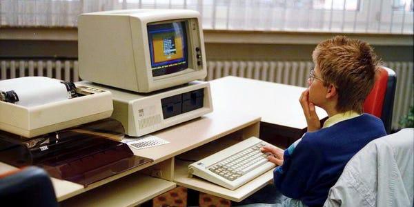 Bill Gates thức đến 4h sáng để viết game máy tính đầu tiên trên thế giới, bị nhân viên Apple cà khịa là 'trò chơi đáng xấu hổ nhất' - Ảnh 2.