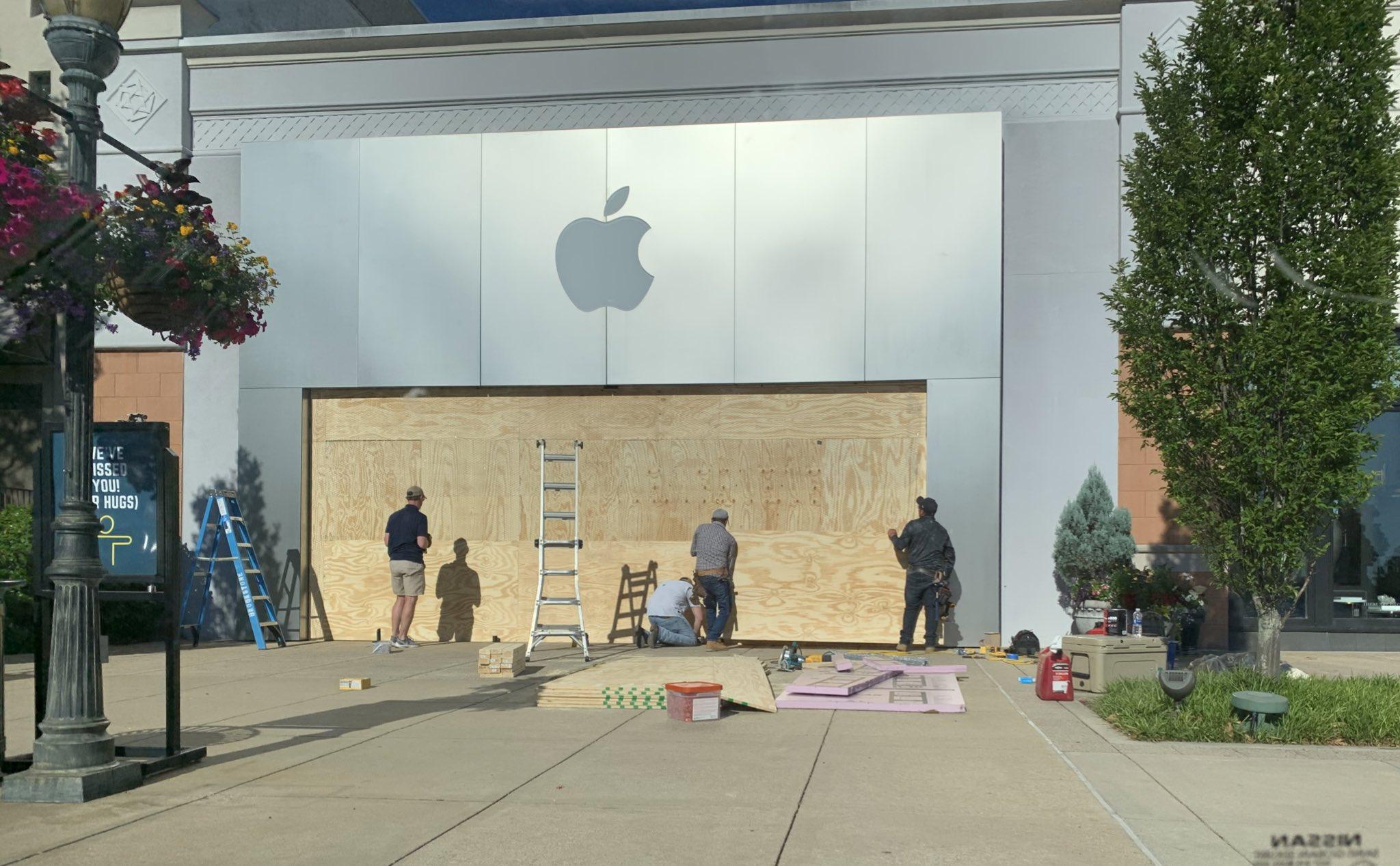 Apple Store trên khắp nước Mỹ thay đổi diện mạo kín mít vì sợ bị người biểu tình tấn công - Ảnh 7.