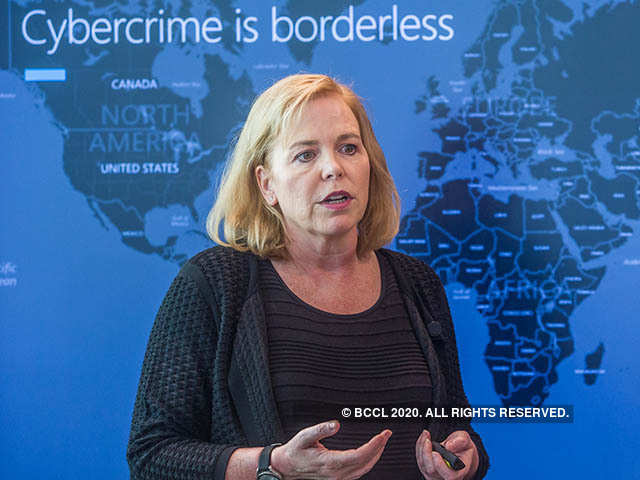 Bà Mary Jo Schrade, Giám đốc Bộ Phận Tội Phạm Công Nghệ Cao thuộc Microsoft Châu Á