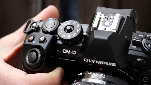 Olympus từ bỏ mảng kinh doanh máy ảnh, bán lại cho công ty đã từng mua VAIO - Ảnh 1.