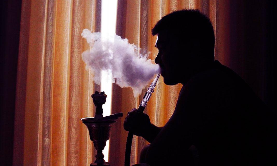 Bất kể hình thức: Hút thuốc lá điếu, thuốc lá điện tử hay shisha đều phá hủy mạch máu và gây ung thư phổi - Ảnh 2.