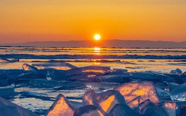 Cuộc sống nơi lạnh nhất thế giới bị đe dọa: Nắng nóng kỷ lục khiến băng vĩnh cửu tan, người dân phải đối mặt với sự đảo lộn mất kiểm soát - Ảnh 1.