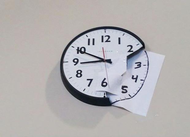 Eo ơi, trông y như cái đồng hồ thật. Nhìn có thấy sai giờ gì đâu.