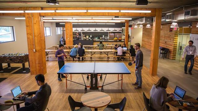 Vì sao các công ty startup thường cung cấp bia, bóng bàn, võng,... cho nhân viên ngay tại văn phòng làm việc? - Ảnh 2.