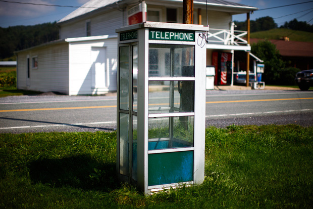Thị trấn cấm sử dụng điện thoại di động, cấm luôn cả Wi-Fi, ai vi phạm là bị bế về đồn luôn - Ảnh 6.