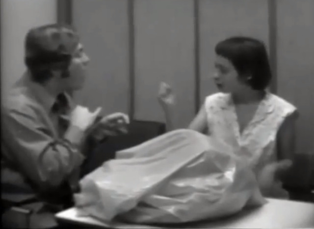 Rigler thậm chí đã dạy cho Genie ngôn ngữ ký hiệu. Ông cho rằng các nhà trị liệu trước đây đã mắc sai lầm khi họ quá tập trung vào ngôn ngữ nói.