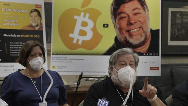 Không xóa các đoạn video lừa đảo bitcoin, YouTube bị nhà đồng sáng lập Apple khởi kiện - Ảnh 1.