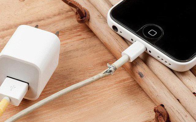 Dây sạc của Apple đẹp về thẩm mỹ, nhưng tính kỹ thuật lại là thảm họa.