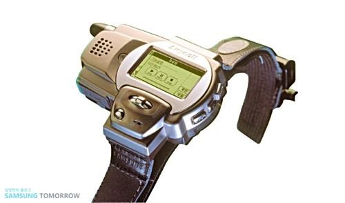 Ngược dòng thời gian: Từ điện thoại lai đồng hồ cho đến đồng hồ thông minh - hành trình 20 năm đầy biến động - Ảnh 2.