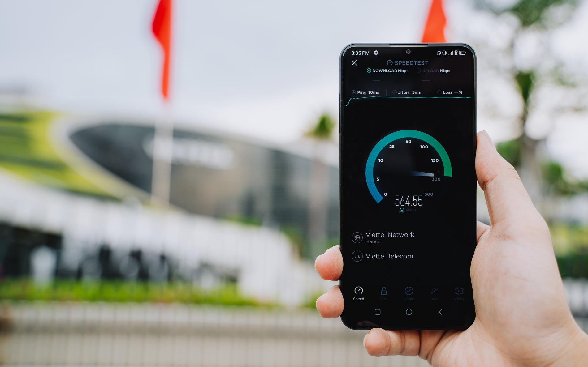 Tốc độ truy cập 5G trên smartphone mới nhất của VinSmart nhanh hơn bao lần so với sóng 3G và 4G?