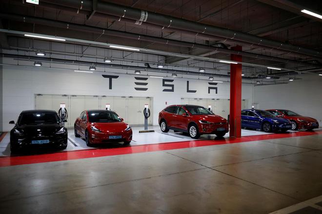 Cơn sốt Tesla tràn vào thánh địa ô tô Hàn Quốc - Ảnh 1.