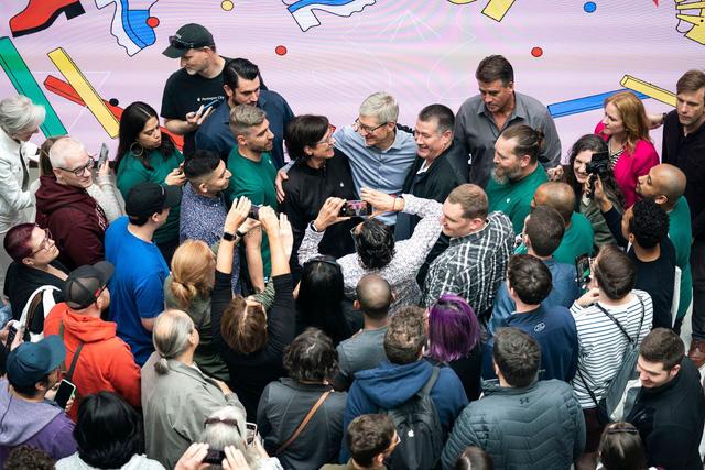 Apple của Tim Cook - Biến tác phẩm của Steve Jobs trở thành công ty nghìn tỷ USD, kinh doanh giỏi nhất thế giới bằng một phong cách lãnh đạo khác biệt hoàn toàn - Ảnh 6.