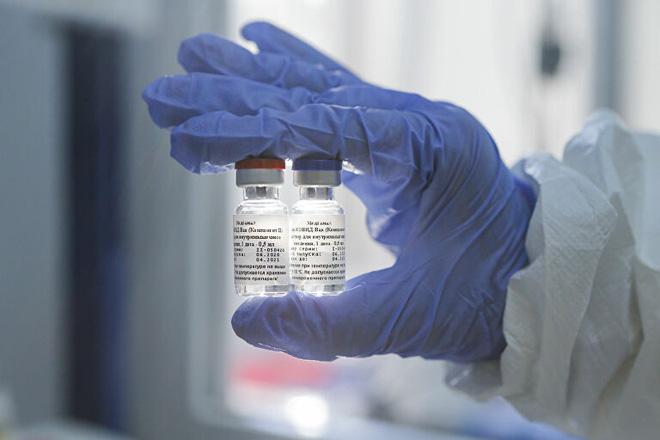 Lộ diện video sản xuất những liều vaccine Covid-19 đầu tiên của nhân loại ngay trong nhà máy dược phẩm Nga - Ảnh 2.