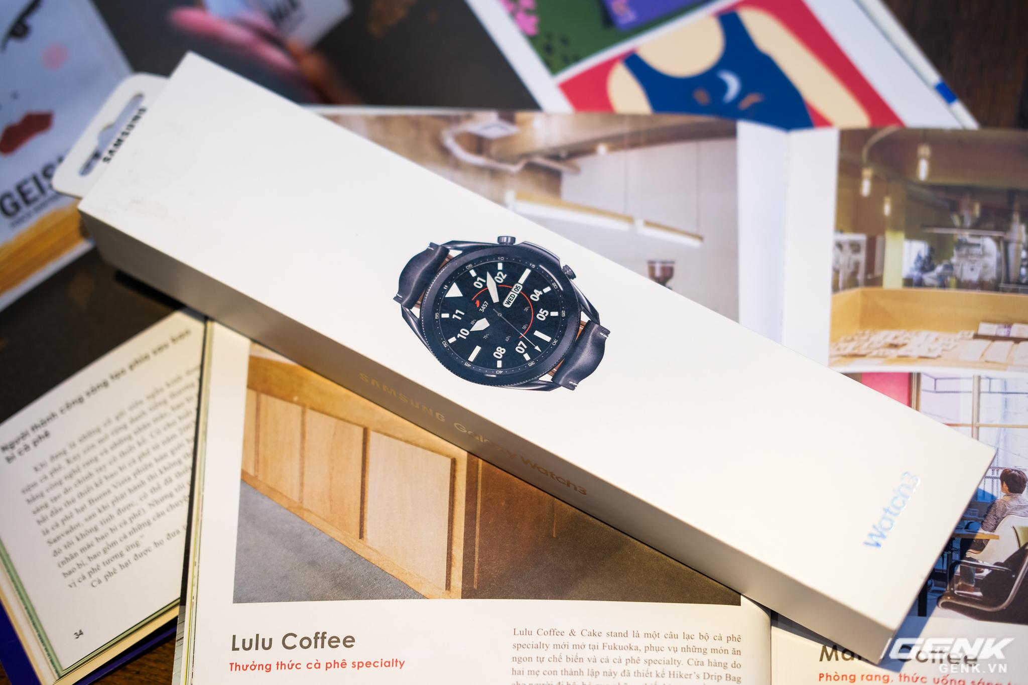 Mở hộp Galaxy Watch3 mặt 45mm: Thiết kế thanh lịch hơn, trang bị khả năng đo nồng độ oxy trong máu, có hơn 120 bài tập tại nhà, bản GPS giá từ 9,99 triệu đồng - Ảnh 1.