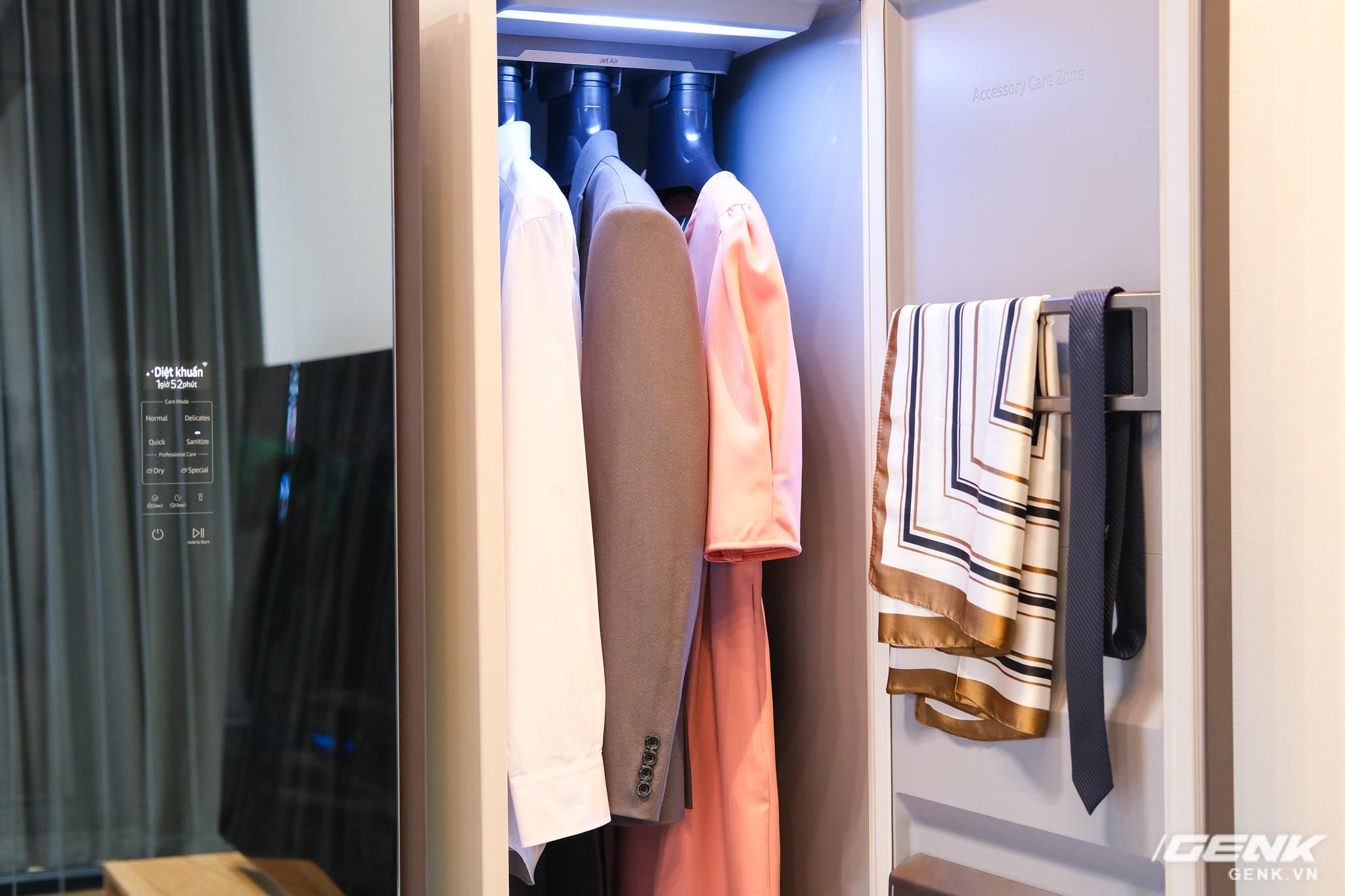 Nhìn cứ ngỡ đây là tủ treo quần áo thông thường, nhưng hóa ra nó lại là thiết bị chăm sóc quần áo chuẩn spa hiện đại - Ảnh 7.