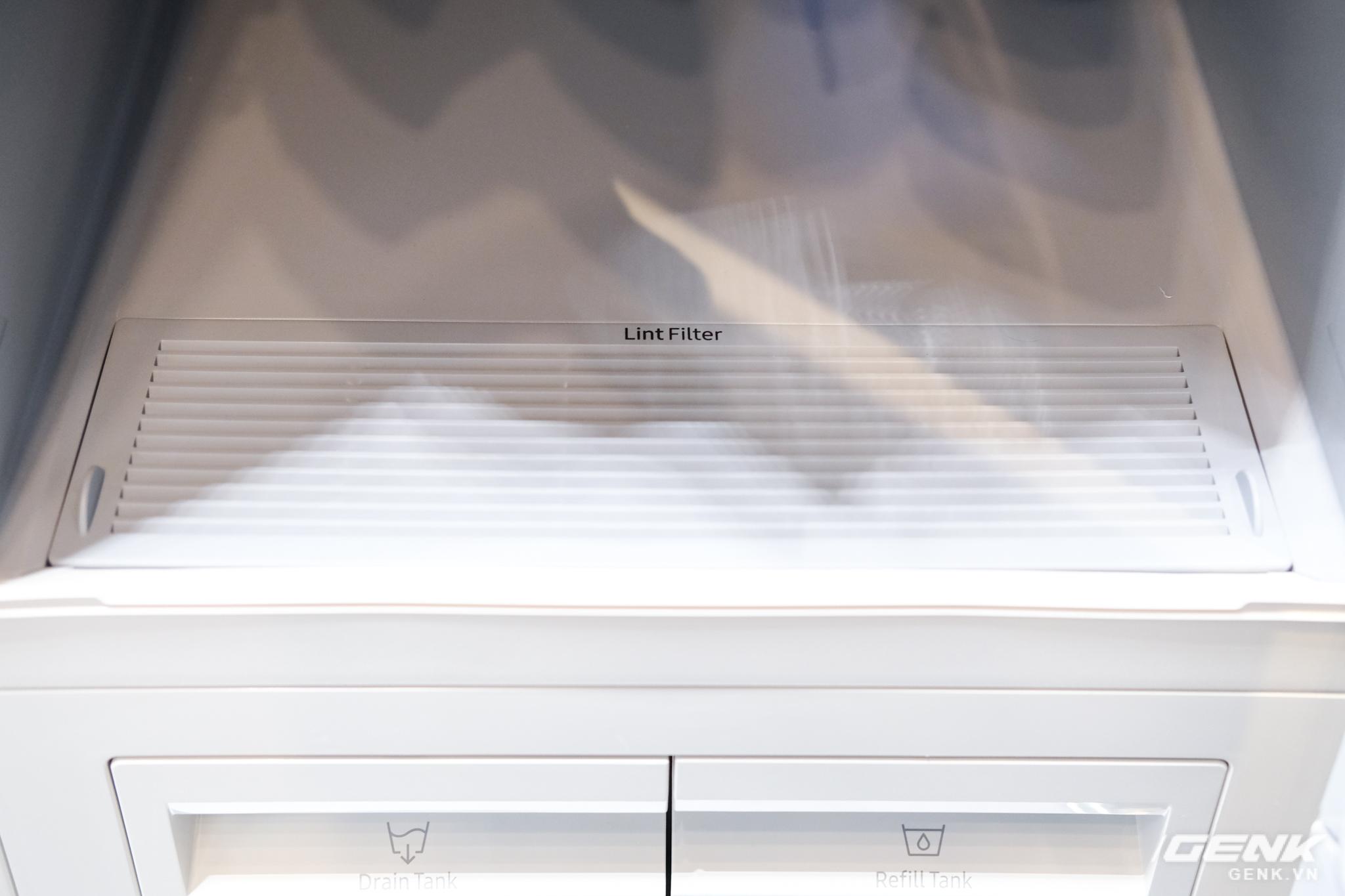 Nhìn cứ ngỡ đây là tủ treo quần áo thông thường, nhưng hóa ra nó lại là thiết bị chăm sóc quần áo chuẩn spa hiện đại - Ảnh 6.