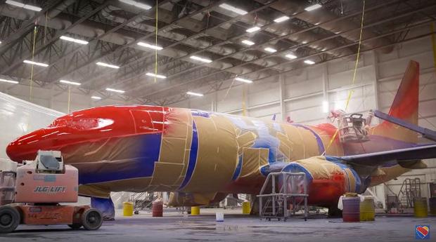 Những lý do nào khiến việc sơn một chiếc máy bay cũng có thể tốn đến 7 tỉ đồng và mất nửa tháng mới hoàn thành xong được? - Ảnh 3.