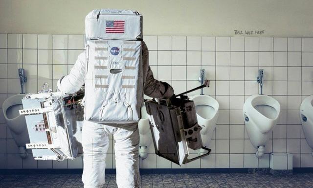Bồn cầu đắt nhất thế giới trị giá 23 triệu USD: Nơi giải quyết 'nỗi buồn' của các phi hành gia NASA trên vũ trụ - Ảnh 3.