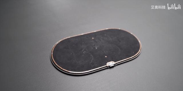 """""""Mổ bụng"""" đế sạc không dây AirPower, cho thấy lý do vì sao Apple không bao giờ ra mắt phụ kiện này - Ảnh 3."""