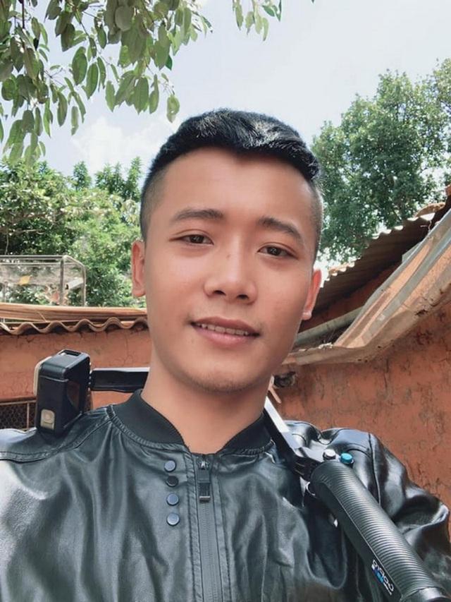Review cuộc sống ở châu Phi, youtuber Việt đạt 1 triệu đăng ký sau 1 năm, thu nhập vài trăm triệu/tháng, thường xuyên làm từ thiện cho người nghèo - Ảnh 2.