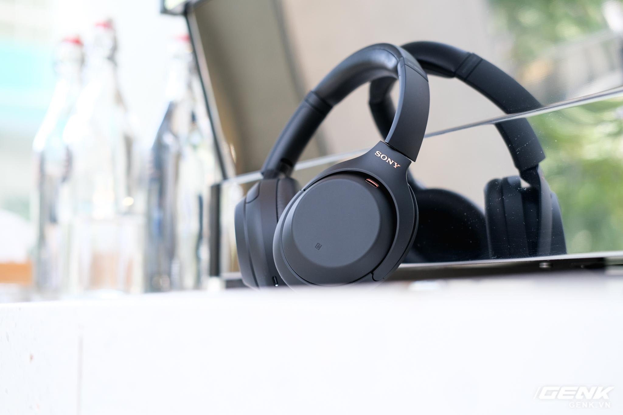 Trên tay tai nghe Sony WH-1000XM4: Ngoại hình không thay đổi, kết nối 1 lúc 2 thiết bị, nâng cấp chống ồn, giá 8,49 triệu đồng - Ảnh 8.