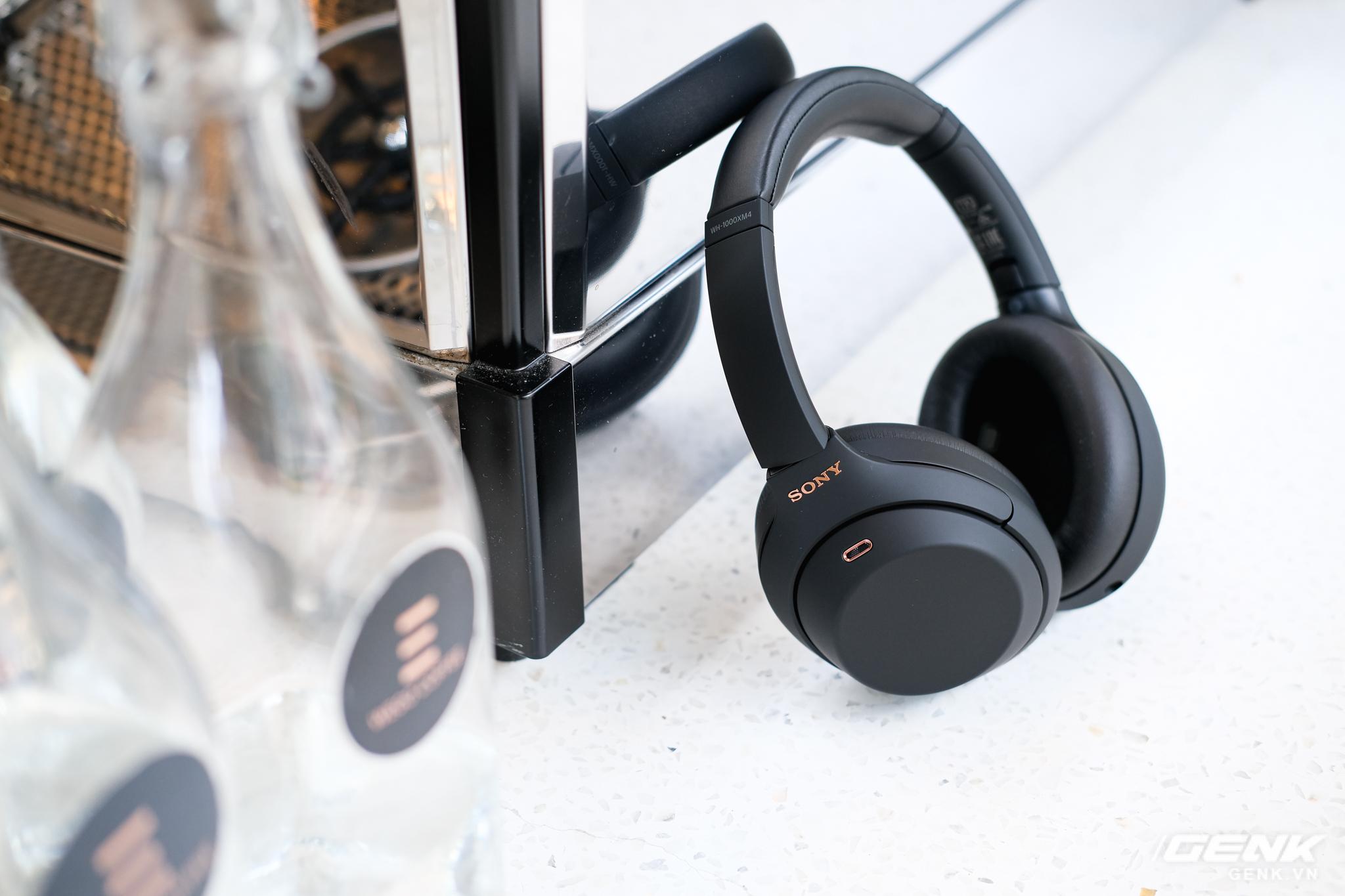 Trên tay tai nghe Sony WH-1000XM4: Ngoại hình không thay đổi, kết nối 1 lúc 2 thiết bị, nâng cấp chống ồn, giá 8,49 triệu đồng - Ảnh 10.