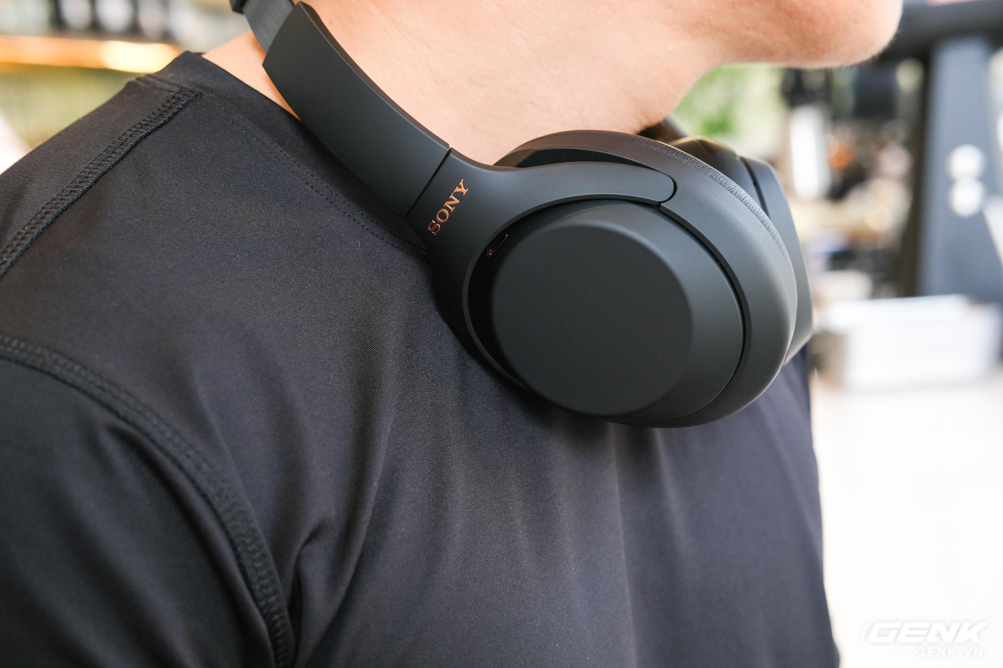 Trên tay tai nghe Sony WH-1000XM4: Ngoại hình không thay đổi, kết nối 1 lúc 2 thiết bị, nâng cấp chống ồn, giá 8,49 triệu đồng - Ảnh 14.