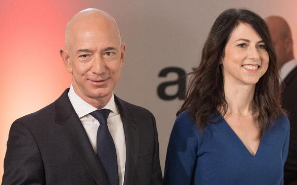Tài sản Elon Musk lần đầu vượt 100 tỷ USD, Jeff Bezos vượt 200 tỷ USD - Ảnh 1.