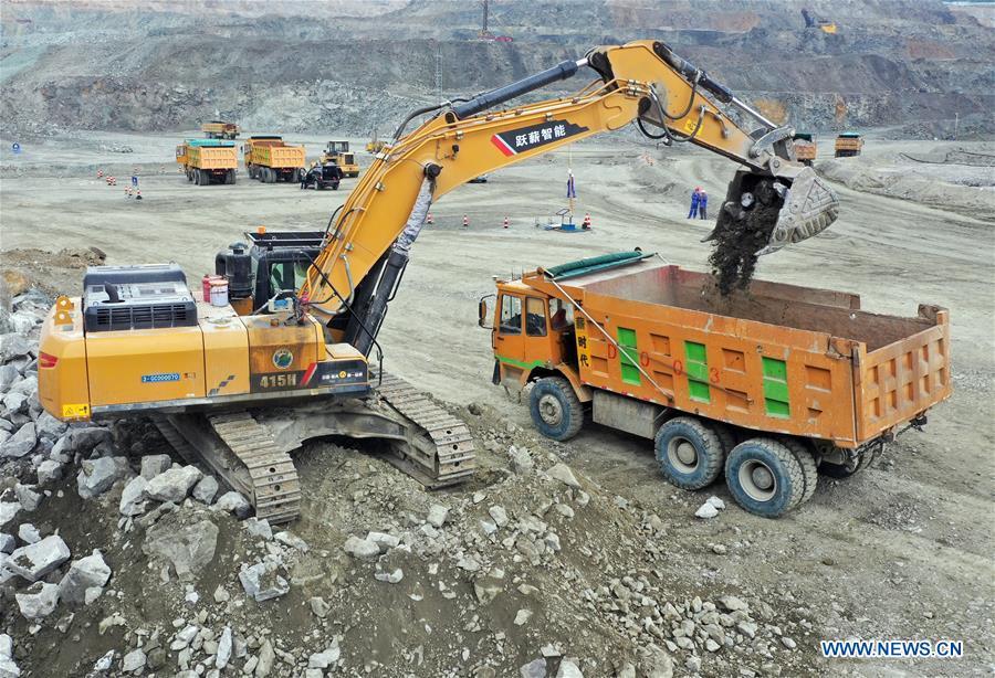 Công nhân mỏ Trung Quốc điều khiển máy móc từ xa bằng mạng 5G, chẳng khác nào đang chơi điện tử ngoài đời thật - Ảnh 2.