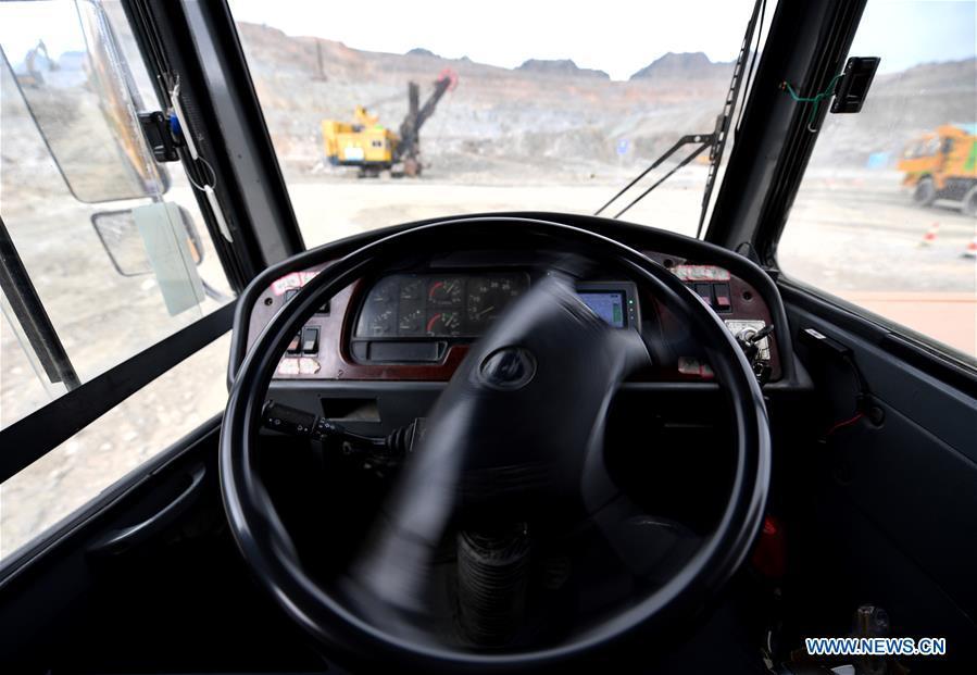 Công nhân mỏ Trung Quốc điều khiển máy móc từ xa bằng mạng 5G, chẳng khác nào đang chơi điện tử ngoài đời thật - Ảnh 3.