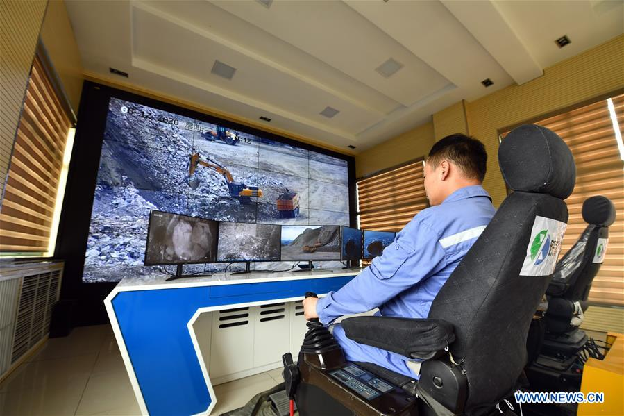 Công nhân mỏ Trung Quốc điều khiển máy móc từ xa bằng mạng 5G, chẳng khác nào đang chơi điện tử ngoài đời thật - Ảnh 4.