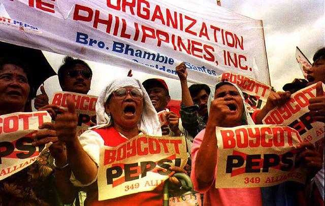Lỗi đánh máy hàng chục tỷ USD trong chiến dịch marketing thảm họa nhất lịch sử Pepsi: Hút một nửa dân số Philippines tham gia, kết thúc bằng bạo loạn và bồi thường! - Ảnh 3.