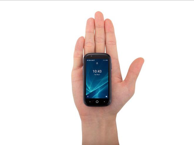 Quên điện thoại màn hình lớn đi, chiếc smartphone tí hon này mới đang là tâm điểm của sự chú ý - Ảnh 1.