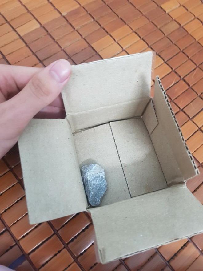 Săn sales 1.000 đồng ngày 9/9 của Shopee, người dùng tá hỏa vì mua ốp điện thoại lại nhận về cục đá - Ảnh 3.
