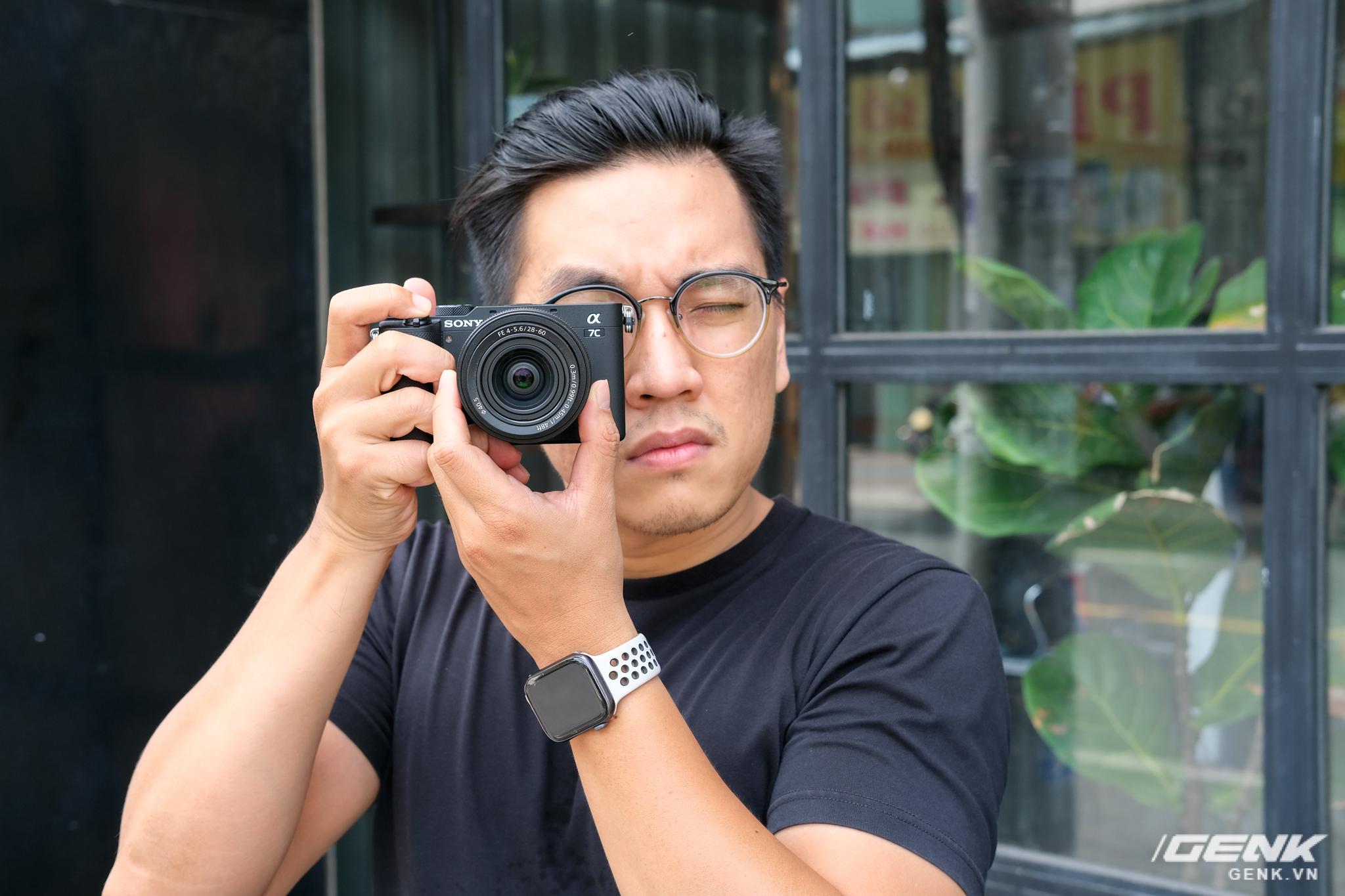 Trên tay chiếc máy ảnh Full Frame nhỏ nhất của Sony tại Việt Nam: Đẹp, nhẹ và mạnh mẽ - Ảnh 8.
