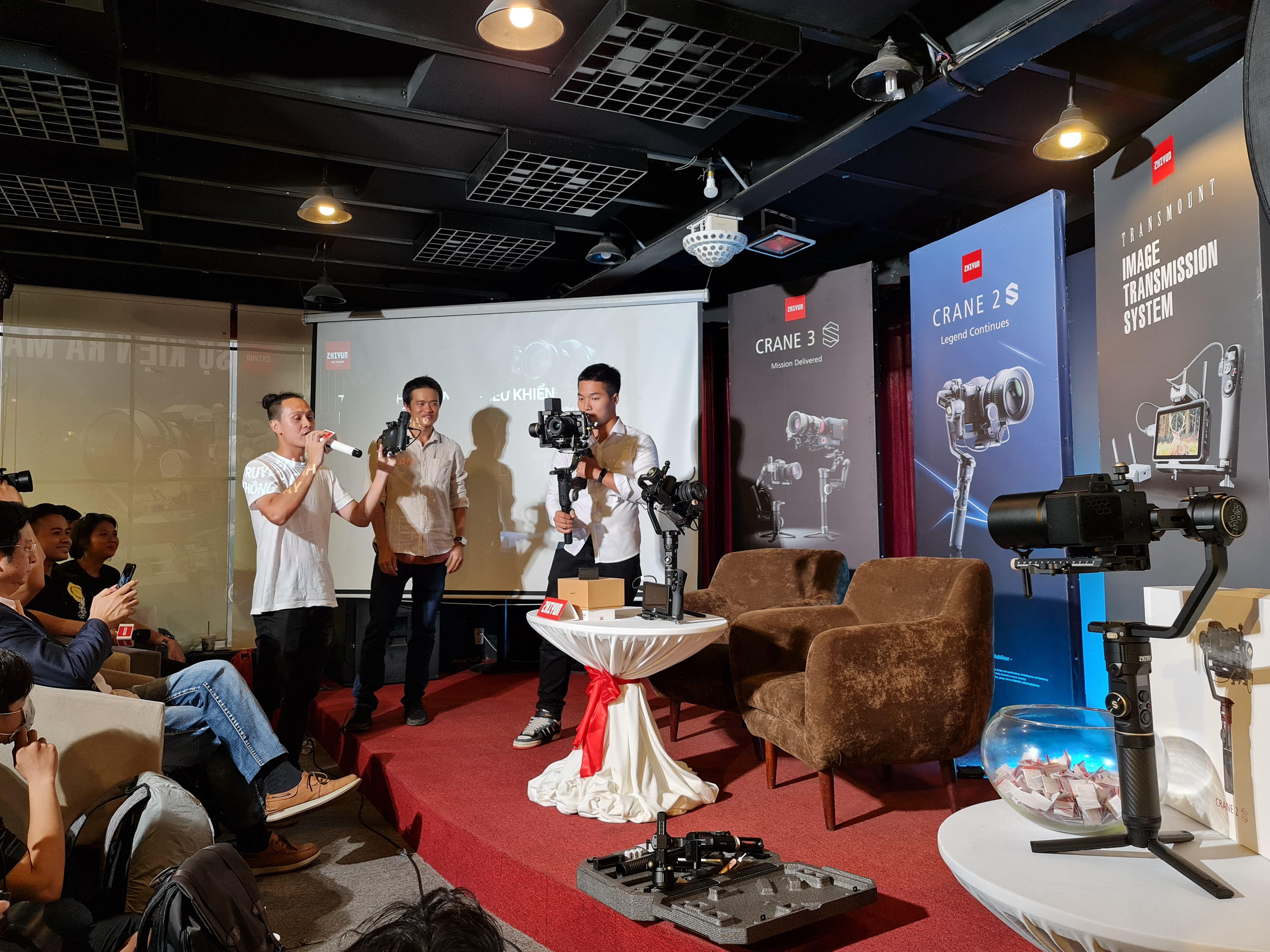 Gimbal Zhiyun CRANE 2S chính thức ra mắt tại Việt Nam: chịu tải lớn, thiết lập linh hoạt, gía 13.9 triệu đồng - Ảnh 1.