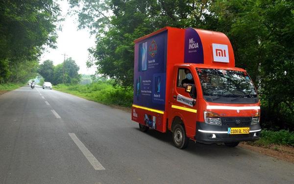 Xiaomi rong ruổi xe tải bán smartphone dạo ở Ấn Độ - Ảnh 1.