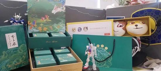 Có gì bên trong những hộp quà Trung Thu siêu độc của các công ty Internet Trung Quốc - Ảnh 10.