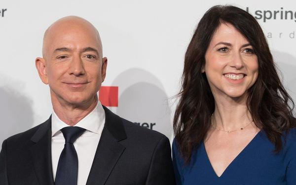 Sau li hôn, vợ cũ Jeff Bezos chính thức trở thành người phụ nữ giàu nhất thế giới - Ảnh 1.