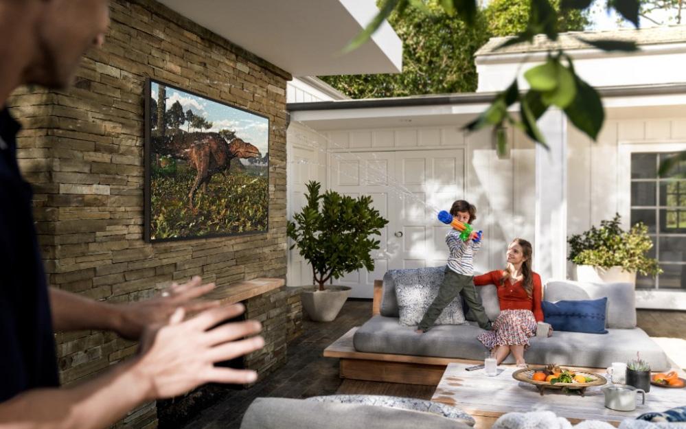 Samsung ra mắt The Terrace, mẫu TV cao cấp giá cả trăm triệu có khả năng chống chịu nắng mưa ngoài trời chuẩn IP56