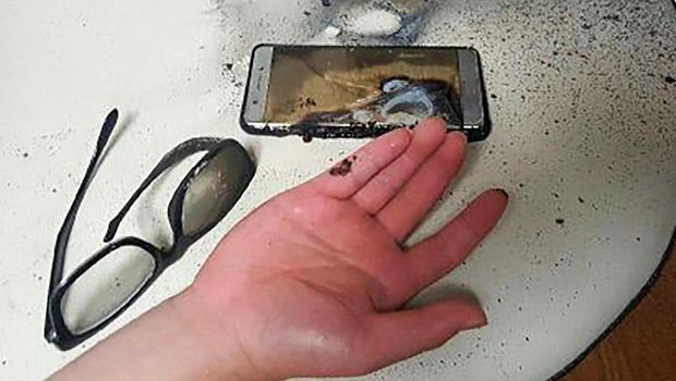 Xử lý cực nhanh khi phát hiện điện thoại bị phồng pin - Ảnh 2.