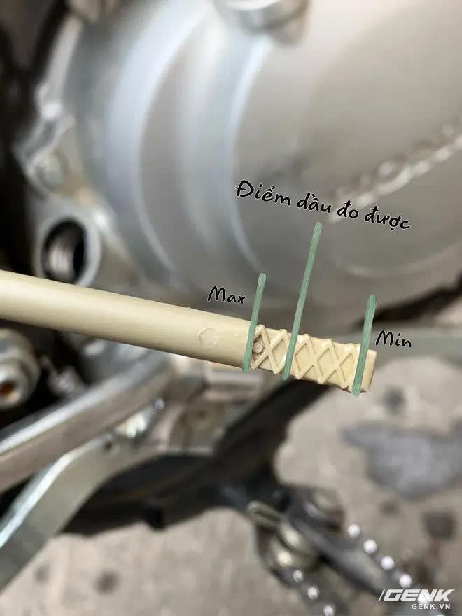 Thử mua bình dầu 1 lít cho xe máy về đong lại xem có đúng 1 lít, phát hiện lý do phần lớn xe máy đều đang đổ thừa dầu - Ảnh 4.