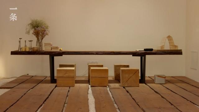 """Lạ lùng căn nhà không giường, không ghế nhưng xây cầu, """"tổ chim"""" bên trong, tất cả đều bằng gỗ - Ảnh 3."""