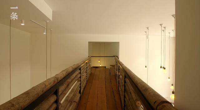 """Lạ lùng căn nhà không giường, không ghế nhưng xây cầu, """"tổ chim"""" bên trong, tất cả đều bằng gỗ - Ảnh 7."""
