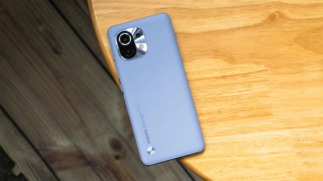 Đây là chiếc Xiaomi Mi 11 đầu tiên bị phá hỏng, theo kiểu muốn biến thành điện thoại gập - Ảnh 2.