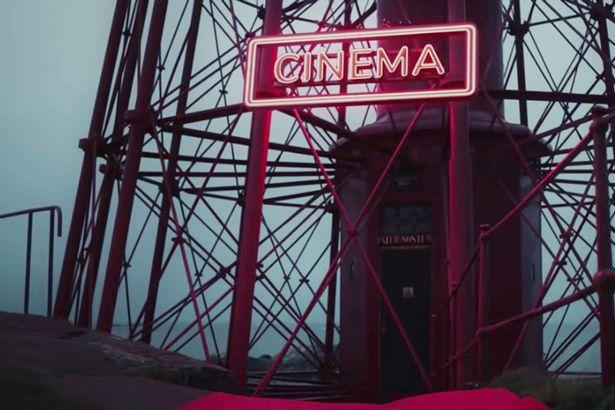 Kỳ lạ liên hoan phim mời fan hâm mộ ra đảo hoang để xem phim một mình suốt 7 ngày - Ảnh 1.
