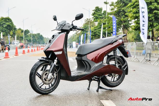 Ra mắt VinFast Theon: Xe máy điện to như Honda SH, có ABS 2 kênh và nhiều công nghệ 'xịn xò' khác - Ảnh 1.