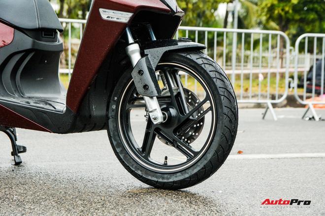 Ra mắt VinFast Theon: Xe máy điện to như Honda SH, có ABS 2 kênh và nhiều công nghệ 'xịn xò' khác - Ảnh 5.
