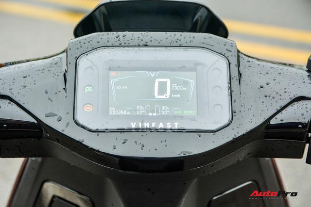 Ra mắt VinFast Theon: Xe máy điện to như Honda SH, có ABS 2 kênh và nhiều công nghệ 'xịn xò' khác - Ảnh 8.