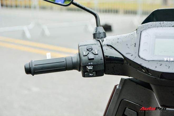 Ra mắt VinFast Theon: Xe máy điện to như Honda SH, có ABS 2 kênh và nhiều công nghệ 'xịn xò' khác - Ảnh 10.